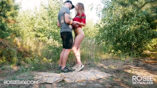 Fuck me Hard in the Forest – Outdoor Blowjob and Doggystyle RosieSkywalker