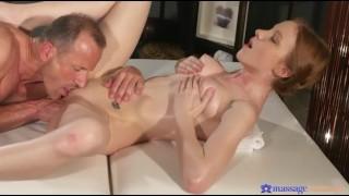 spot light – real orgasm – pussy eating orgasm
